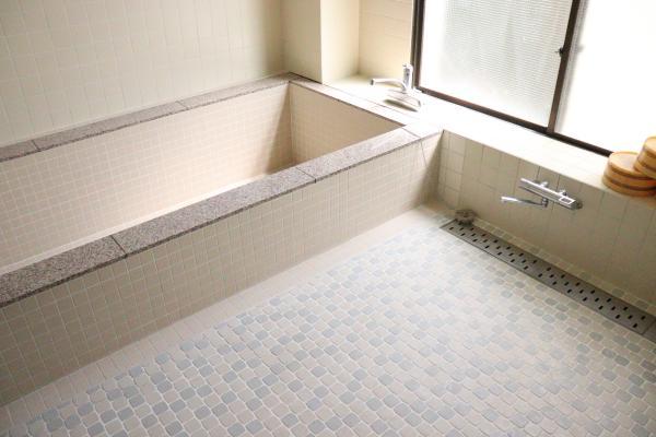 旅館 鈴木屋、内観(風呂)