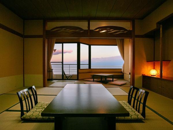 ひたち湯海の宿 はぎ屋、内観(海側10畳掘りごたつ広縁付き和室)